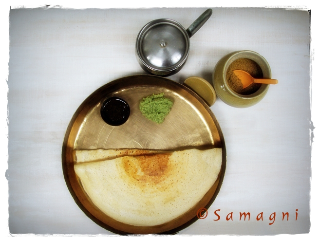 Dosa served with Navaratna chutney and podi